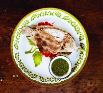 Grilled salt-crusted fish with chile dipping sauce (Plaa phao kleua)