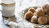Ground almond and saffron balls (Badami zafran halva ladoo_
