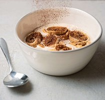 Hazelnut yogurt, dried figs, cocoa