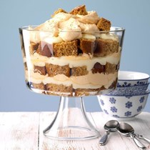 Honey gingerbread trifle
