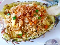How to cook Thai pineapple fried rice