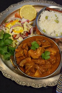 Indian-style pork curry (Pork veenjaali)