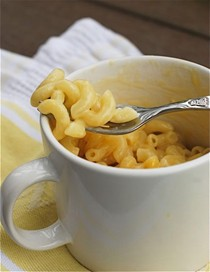 Instant mug o' mac & cheese in the microwave