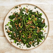Kale and grilled asparagus salad