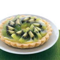 Kiwifruit tart with lime curd filling