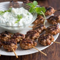 Lazy meatball kebabs with yogurt