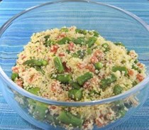 Lemon couscous with asparagus and tomato