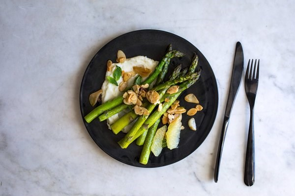 Lemony mashed potatoes with asparagus, almonds and mint