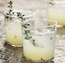 Limoncello-gin cocktail with grilled thyme