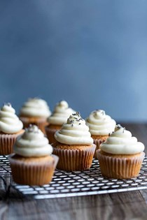 London Fog cupcakes (Earl Grey cupcakes with lavender buttercream)