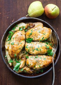 Maple-glazed chicken with caramelized onions and pears