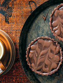 Marbled chocolate salted caramel peanut tart