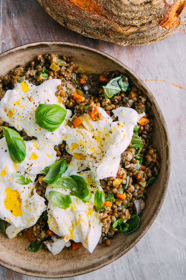 Marinated lentils and burrata (Insalata di lenticchie e burrata)