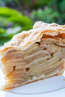 Mile high deep dish apple pie