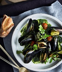 Mussels in vermouth with green olives and nettle butter