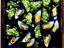 Mussels with garlic and bread crumbs