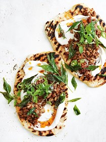 Naan breads with mango chutney, pork, chilli and yoghurt