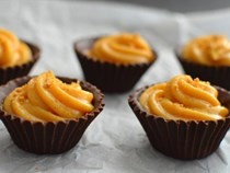 No bake pumpkin pie chocolate cups