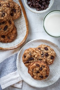 Oatmeal raisin cookies with brown butter