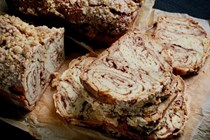 Old-fashioned cinnamon babka