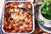 One-pot lamb shank, black olive and chilli pasta bake