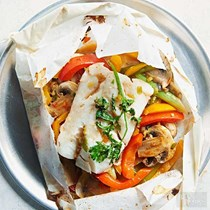 Parchment-baked fish with lemongrass