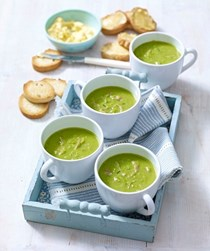 Pea and ham soup with mustard croûtes