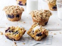 Peach and blueberry cornmeal muffins [almond streusel]