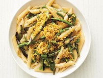 Penne with grilled okra and green beans