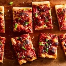 """Pizza"" focaccia with tomato sauce & green onion"