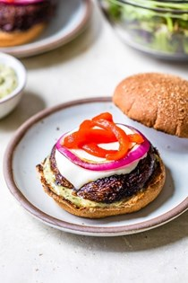 Portobello burger with mozzarella and pesto mayo