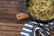 Quick tuna and pesto cabbage