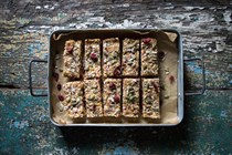 Quinoa fruit and nut bars