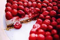 Raspberry, whisky & oat cheesecake