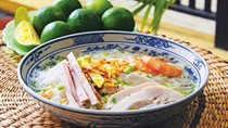 Rice noodles in pork broth with chicken, prawns and omelette (Bún thang)