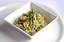 Risotto with asparagus, peas and lemon