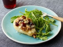 Roasted pears with blue cheese