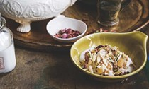 Roasted vermicelli topped with nuts (Qawwami seviyan)