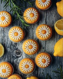 Rosemary cupcakes with lemon cream