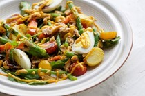 Salade Nicoise with mango dressing