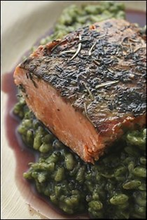 Salmon and spinach risotto with red wine glaze