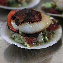 Scallops with guacamole