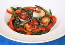 Seared sea scallops with chipotle spinach sauce