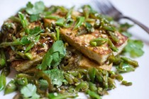 Seared tofu with sugar snap peas and sesame seeds