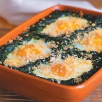 Shirred eggs with spinach and crisp bread crumbs