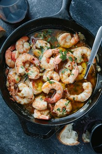 Shrimp in garlic chili oil (Gambas al ajjillo)