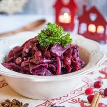 Slow cooker red cabbage with cranberries & spice