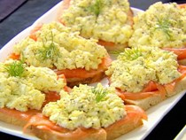 Smoked salmon & egg salad tartines