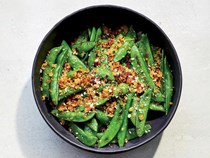 Snap peas with breadcrumbs and pecorino