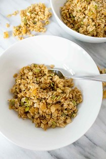 Soft ginger granola